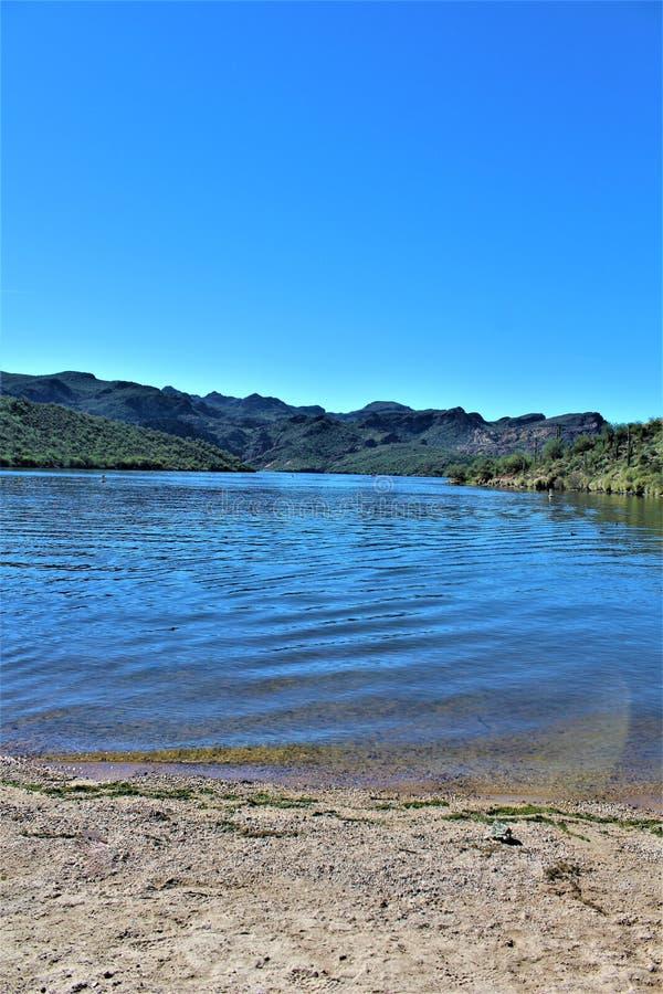 Opinión escénica del paisaje de Mesa, Arizona a las colinas de la fuente, el condado de Maricopa, Arizona, Estados Unidos imagenes de archivo