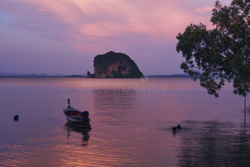 Opinión escénica Koh Phee, Ko Lanta Noi, Krabi fotos de archivo