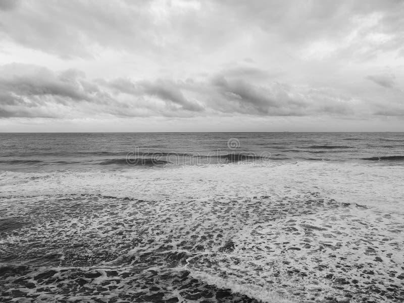 Opinión escénica sobre una mañana del invierno lluvioso en la costa del Mar Negro imagen de archivo libre de regalías