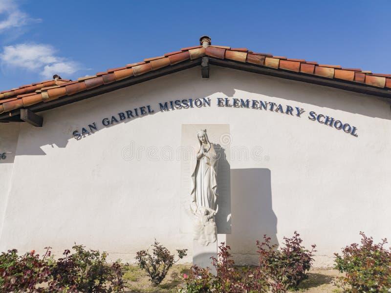 Opinión exterior el San Gabriel Mission Elementary School fotos de archivo libres de regalías