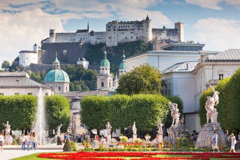 Opinión famosa del jardín de Mirabell en Salzburg, Austria fotografía de archivo libre de regalías