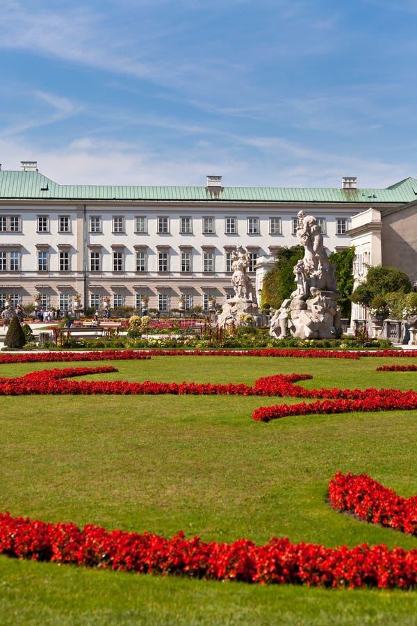 Opinión famosa del jardín de Mirabell en Salzburg, Austria foto de archivo