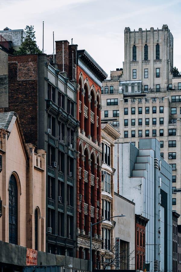 Opinión general los viejos edificios y Cinépolis Chelsea en la 23ro calle en Chelsea New York City fotos de archivo
