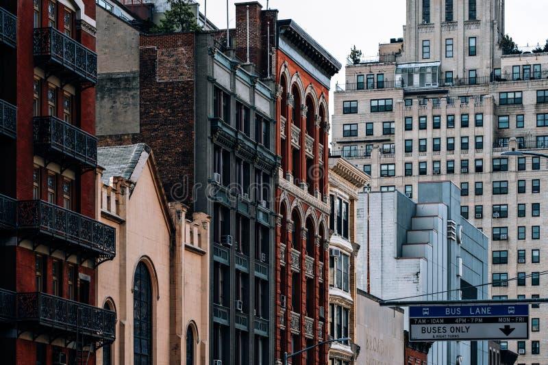 Opinión general los viejos edificios y Cinépolis Chelsea en la 23ro calle en Chelsea New York City fotografía de archivo