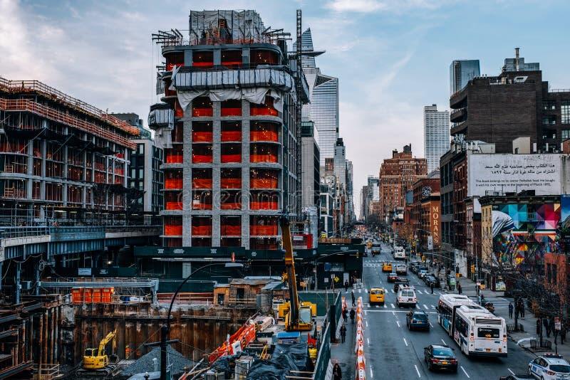 Opinión general viejos edificios y Hudson Yards de la alta línea parque en Chelsea New York City imagenes de archivo