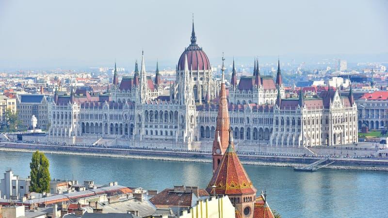 Opinión húngara del parlamento del bastión del pescador fotos de archivo libres de regalías