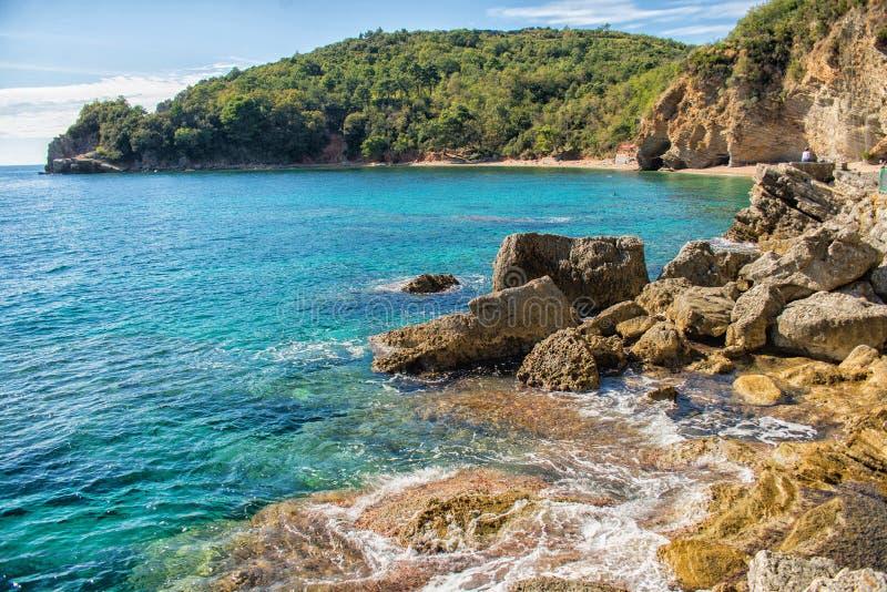Opinión hermosa de la costa, mar adriático, Montenegro imágenes de archivo libres de regalías
