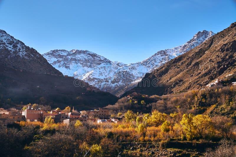 Opinión hermosa de la mañana del valle de Imlil en alto atlas imagen de archivo