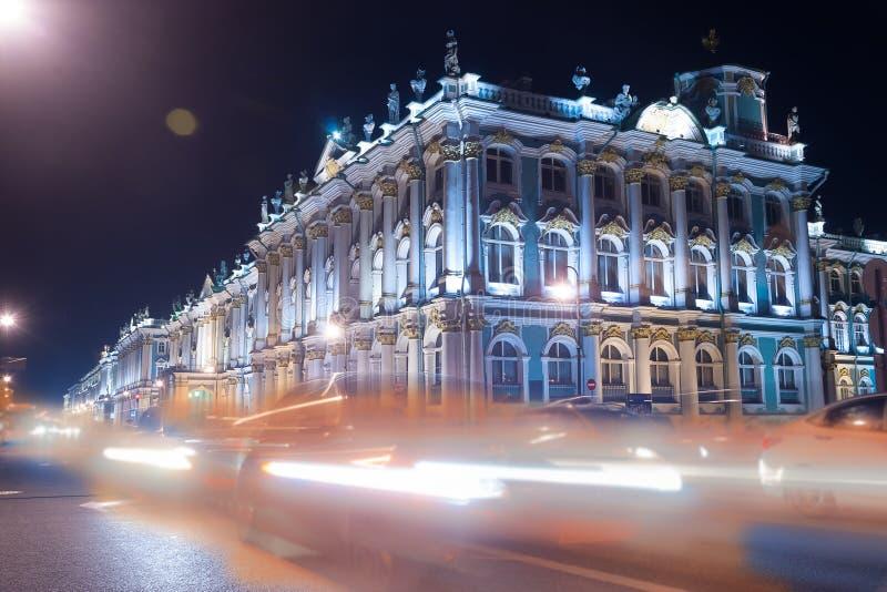 Opinión hermosa de la noche del palacio del invierno en santo foto de archivo libre de regalías