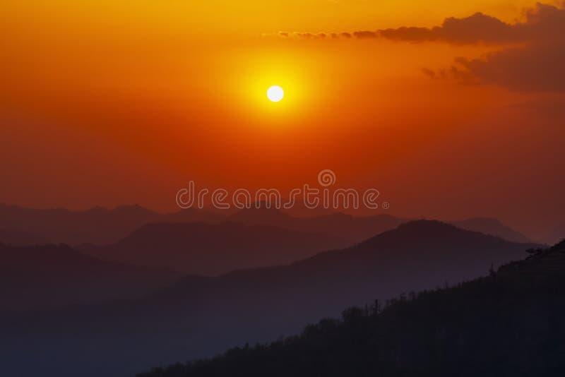 Opinión hermosa de la puesta del sol del punto de opinión de Bandipur fotografía de archivo