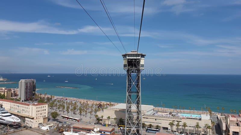 Opinión hermosa del mar de Barcelona de funicular imagen de archivo
