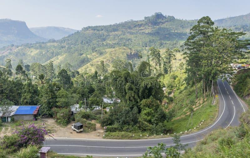 Opinión hermosa del paisaje del camino en las montañas foto de archivo libre de regalías