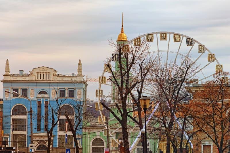 Opinión hermosa del paisaje de edificios antiguos coloridos en el cuadrado de Cotract del cuadrado de Kotraktova imagenes de archivo