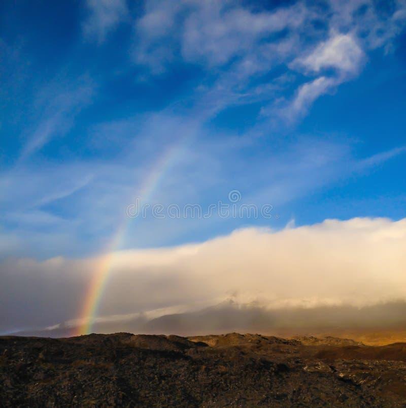 Opinión hermosa del paisaje del arco iris colorido natural real imagen de archivo