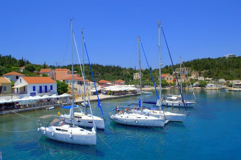 Opinión hermosa del puerto del verano, Grecia fotografía de archivo