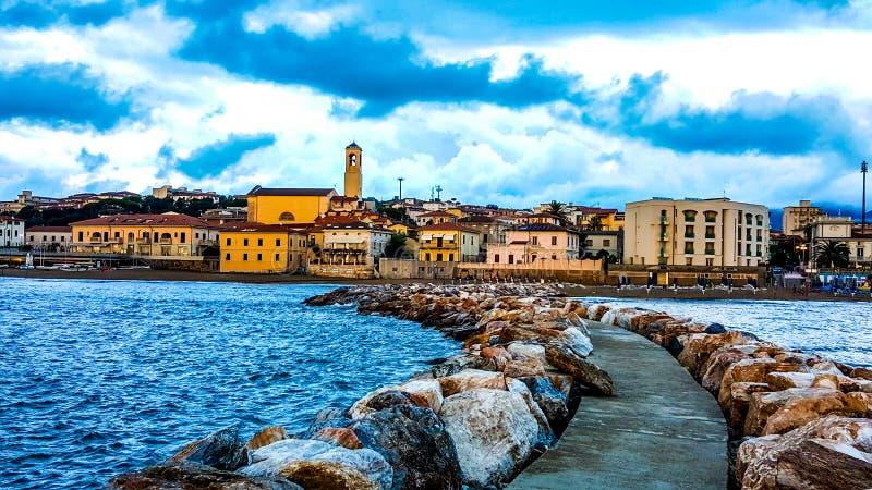 Opinión hermosa misma del ‹del †del ‹del †del mar en Toscana imagen de archivo