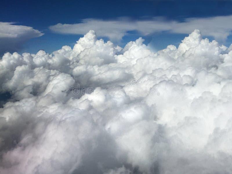 Opinión horizontal del aeroplano de nubes fotografía de archivo libre de regalías