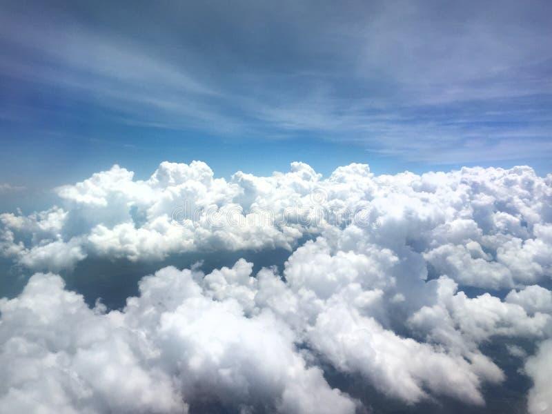 Opinión horizontal del aeroplano de nubes fotografía de archivo