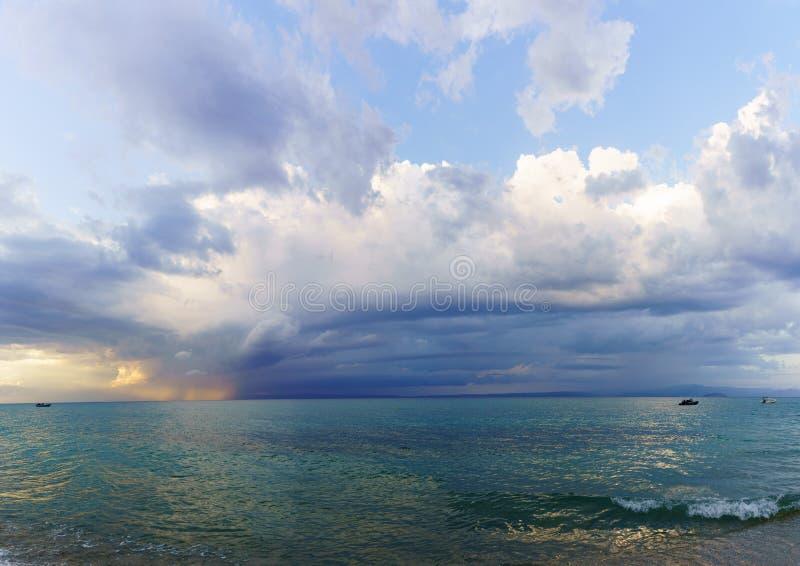 Opinión imponente del mar en Grecia fotografía de archivo