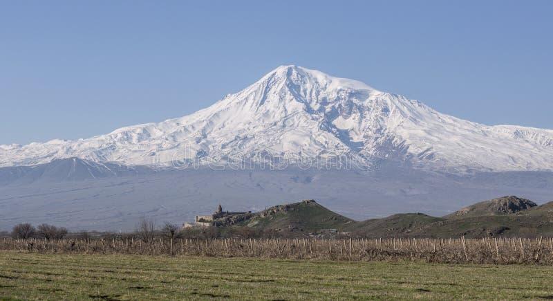 Opinión imponente sobre el monasterio de Hor Virap con el soporte de Ararat en fondo armenia imagen de archivo