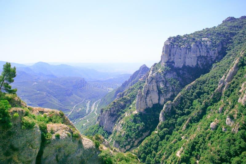 Opinión impresionante a Montserrat Mountain Monta?as de Montserrat en verano fotos de archivo