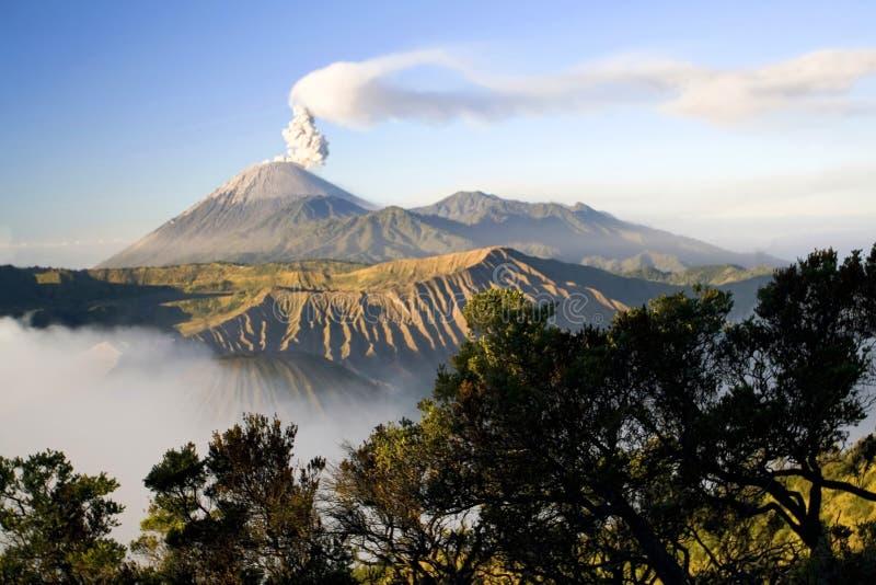 Opinión Indonesia del volcán de Semeru fotografía de archivo