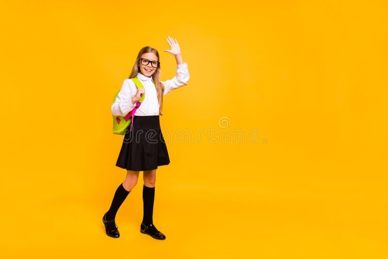 Opinión integral de tamaño de cuerpo ella ella muchacha pre-adolescente recto-cabelluda amistosa confiada alegre alegre atractiva fotos de archivo