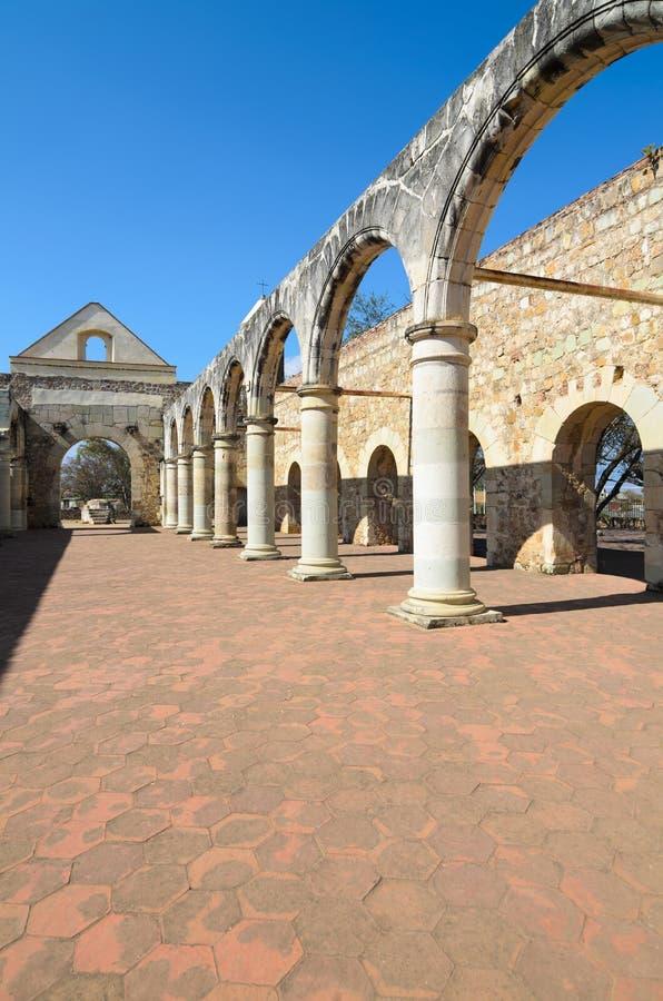 Opinión a la yarda de Convento de Cuilapam en Oaxaca fotos de archivo