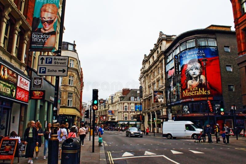 Opinión Londres Reino Unido de la avenida de Shaftesbury fotografía de archivo