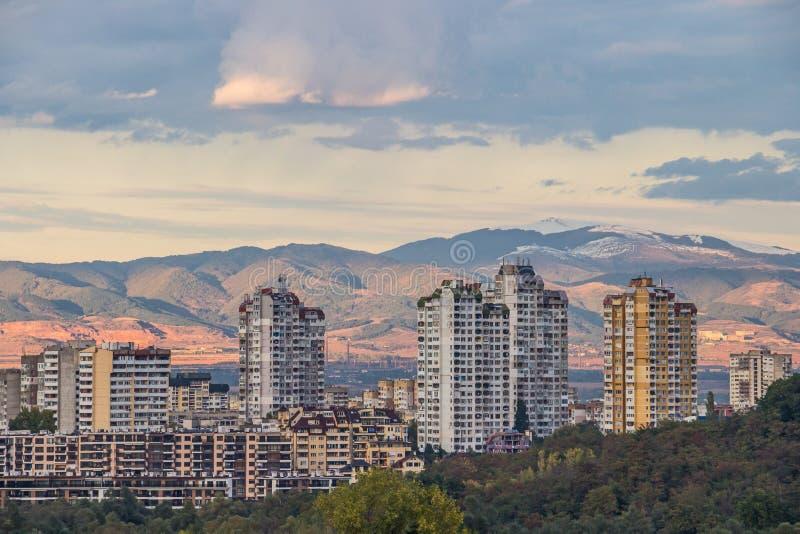 Opinión a los edificios residenciales típicos en Sofía - la capital de la ciudad de Bulgaria fotografía de archivo libre de regalías
