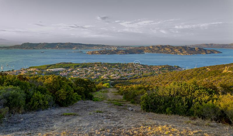 Opinión Maddalena Archipelago de Palau Olbia, Cerdeña, I imagen de archivo libre de regalías