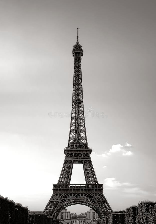 Opinión majestuosa clásica de la torre Eiffel en París Francia fotos de archivo libres de regalías