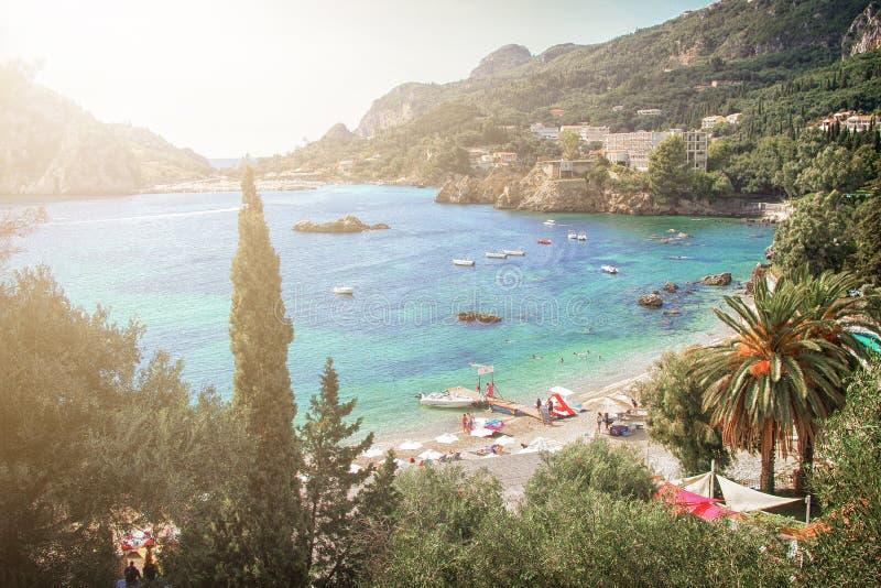 Opinión mediterránea tropical del centro turístico Concepto de las vacaciones de verano imagenes de archivo