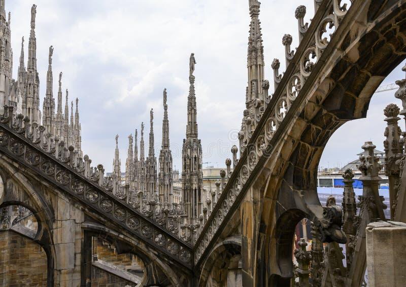 Opinión Milan Cathedral del tejado o di Milano, la iglesia del Duomo de la catedral de Milán, Lombardía, Italia fotografía de archivo