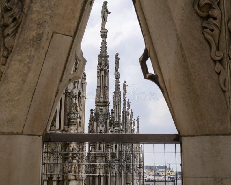 Opinión Milan Cathedral del tejado o di Milano, la iglesia del Duomo de la catedral de Milán, Lombardía, Italia fotos de archivo