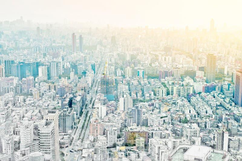 Opinión moderna panorámica del edificio del paisaje urbano de Taipei, Taiwán Ejemplo dibujado mano del bosquejo de la mezcla ilustración del vector