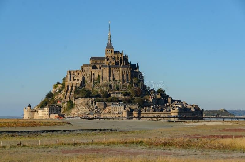 Opinión Mont Saint Michel en otoño francia imágenes de archivo libres de regalías
