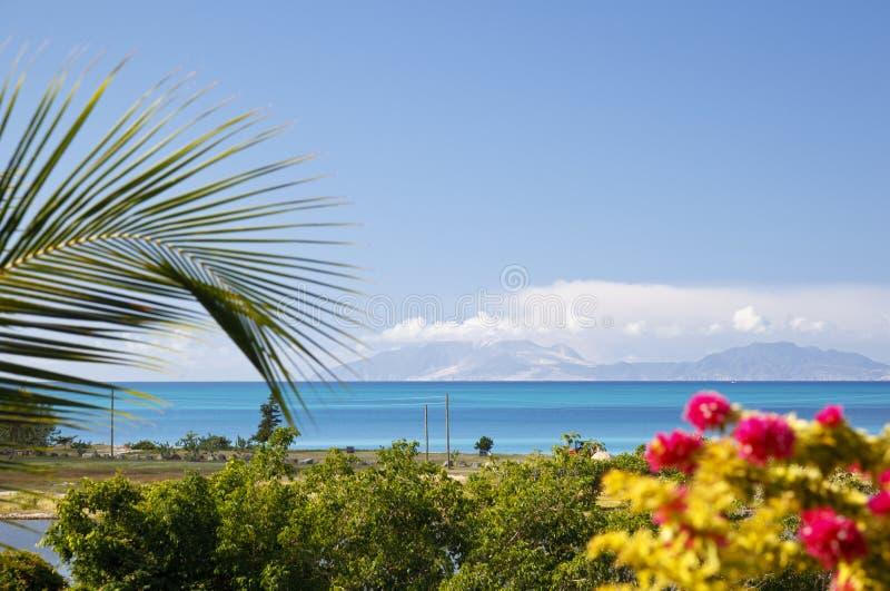 Opinión a Montserrat With Caribbean Foreground, Antigua fotos de archivo libres de regalías
