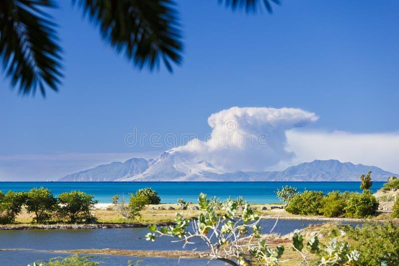 Opinión a Montserrat With Caribbean Foreground, Antigua imágenes de archivo libres de regalías