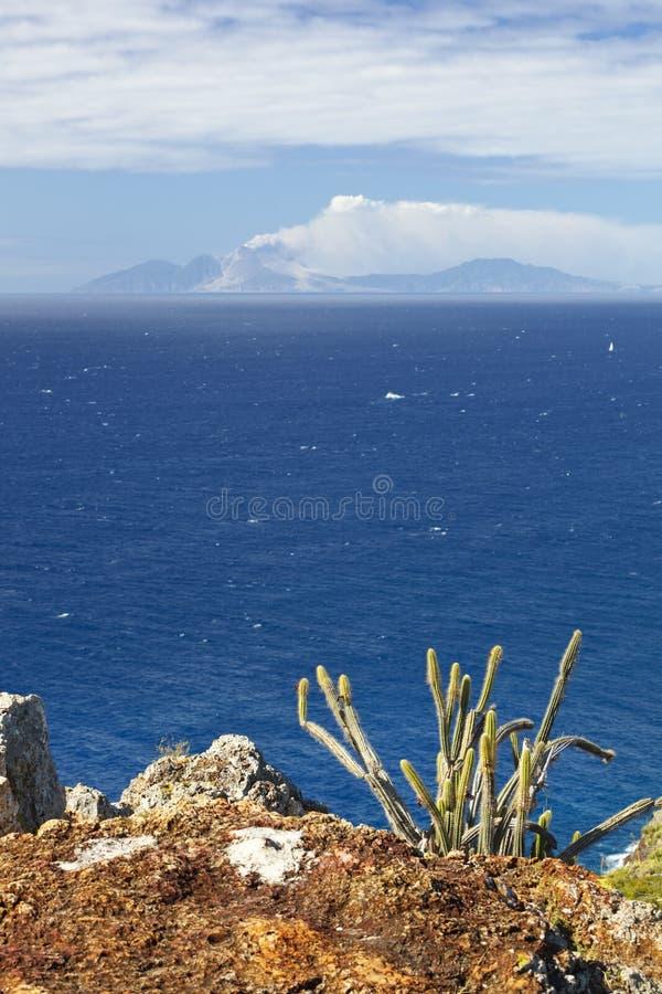 Opinión a Montserrat With Foreground, Antigua fotos de archivo libres de regalías