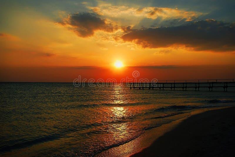 Opinión natural de la puesta del sol del mar imagen de archivo libre de regalías