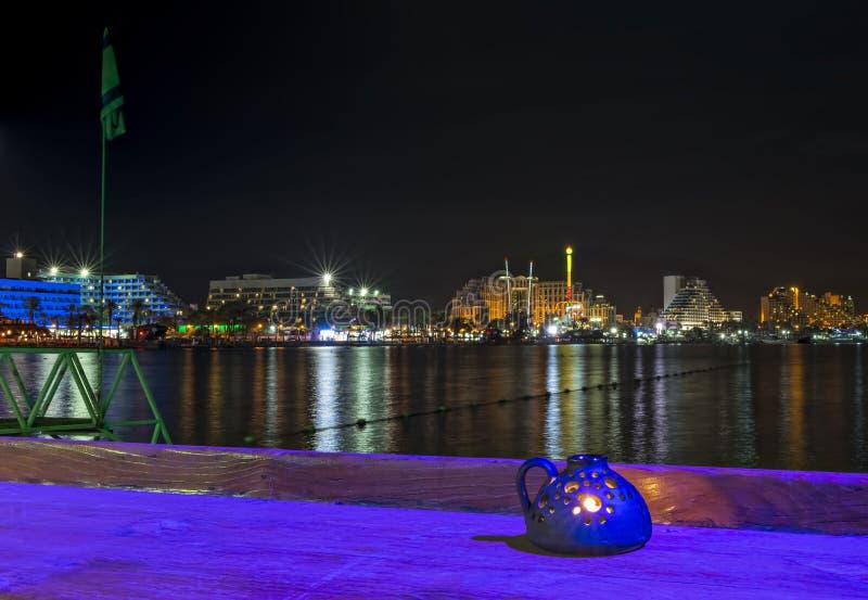 Opinión nocturna sobre la playa septentrional de Eilat foto de archivo libre de regalías