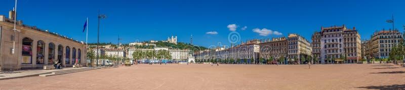 Opinión panorámica amplia enorme asombrosa sobre el lugar Bellecour El lugar Bellecour es un cuadrado grande en el centro de Lyon fotos de archivo