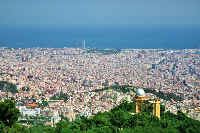 Opinión panorámica de la ciudad de Barcelona fotos de archivo libres de regalías