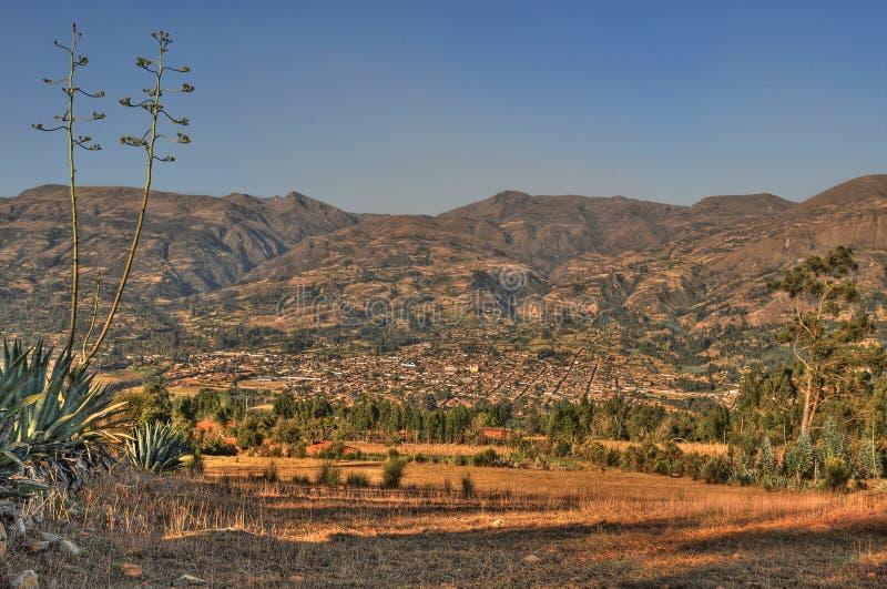 Opinión panorámica de la ciudad de Cajabamba del lado oeste fotos de archivo