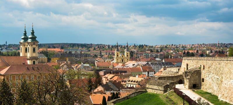 Opinión panorámica de la ciudad de Eger imagenes de archivo