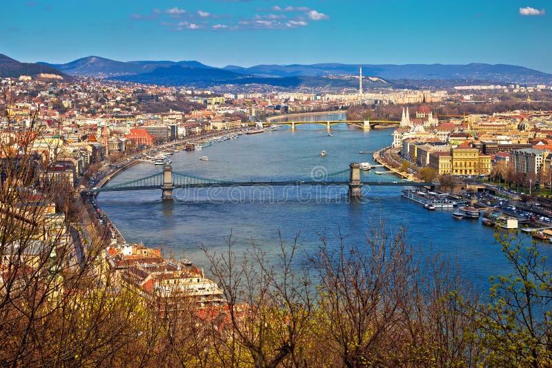 Opinión panorámica de la costa de Budapest el río Danubio desde arriba foto de archivo