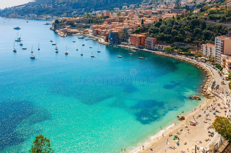 Opinión panorámica de la costa del paisaje entre Niza y Mónaco, Cote d'Azur, Francia, Europa del sur Centro turístico de lujo her imagenes de archivo