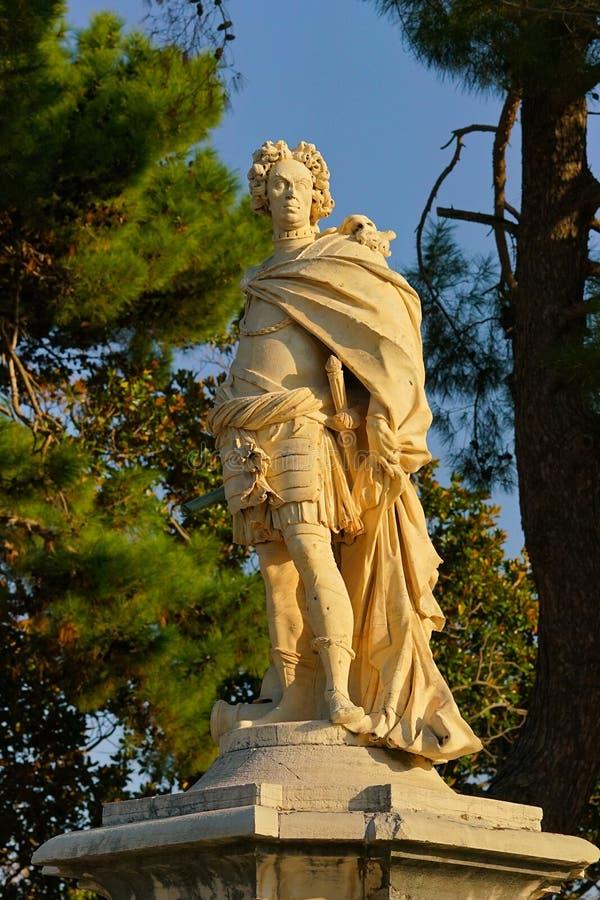 Opinión panorámica de la mañana con una estatua hermosa en el cuadrado de Spianada en la ciudad de Corfú fotos de archivo libres de regalías