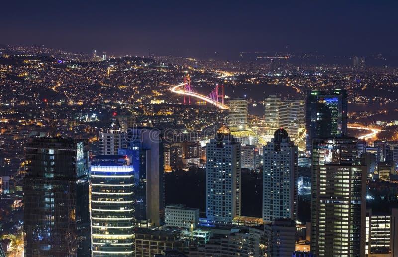 Opinión panorámica de la noche aérea de Estambul, Turquía foto de archivo libre de regalías